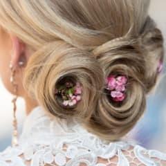 Inför bröllopet - här hittar du frisörer som är bra på bruduppsättningar i Stockholm